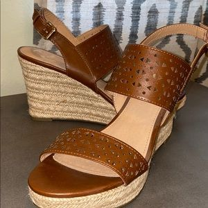 Camel/tan wedge shoes
